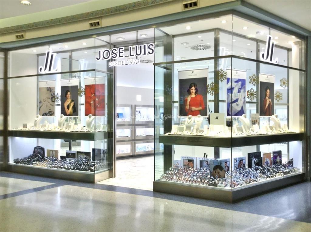 Se Necesita Dependiente/a para JOSE LUIS JOYERIAS en el Centro Comercial Los Arcos en SEVILLA