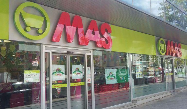 Se Necesita AYUDANTE DE PESCADERÍA para Supermercados MAS en SEVILLA