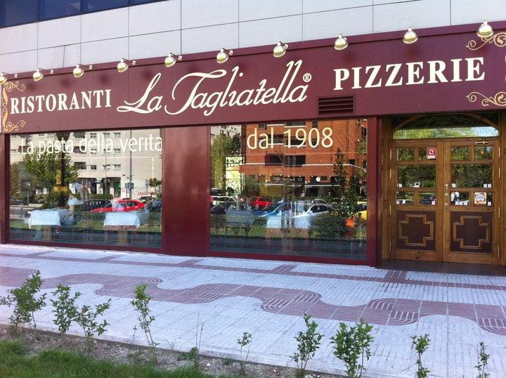 Se Necesitan Camareros/as y Cocinero/a para La Tagliatella en el Centro Comercial Torre en SEVILLA