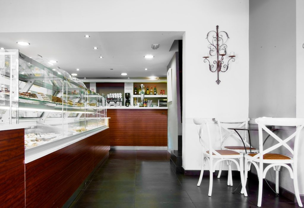 Se Necesita Camarero/a para Pastelería CARMINE en MADRID